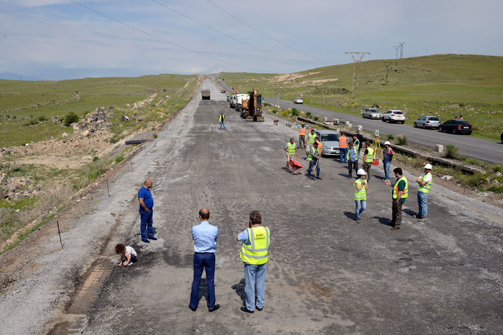 The works on laying concrete on the left side of the road section km 42 of Ashtarak-Talin has been launched