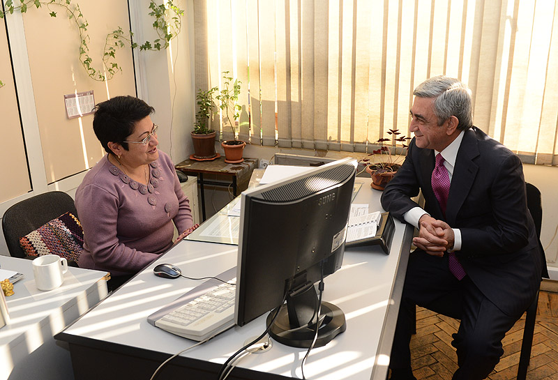 PRESIDENT SERZH SARGSYAN HELD A MEETING AT THE MINISTRY OF TRANSPORTATION AND COMMUNICATIONS